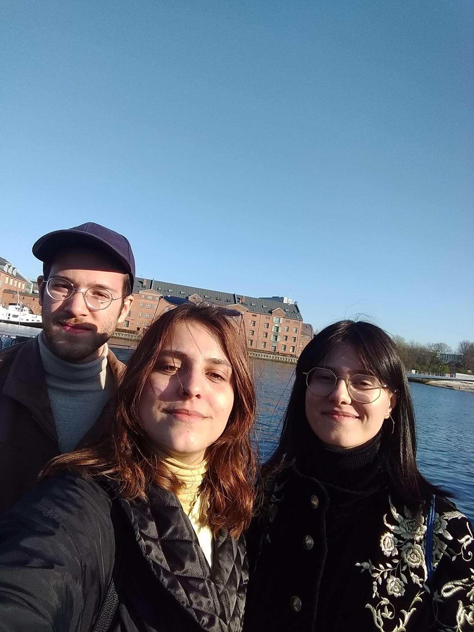 S desna na lijevo: Ajna, Adna i Adnan